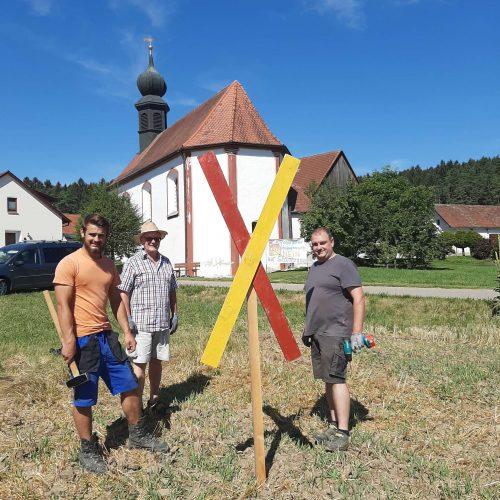 Andreaskreuz bei der Kirche in Frankenhof 2020