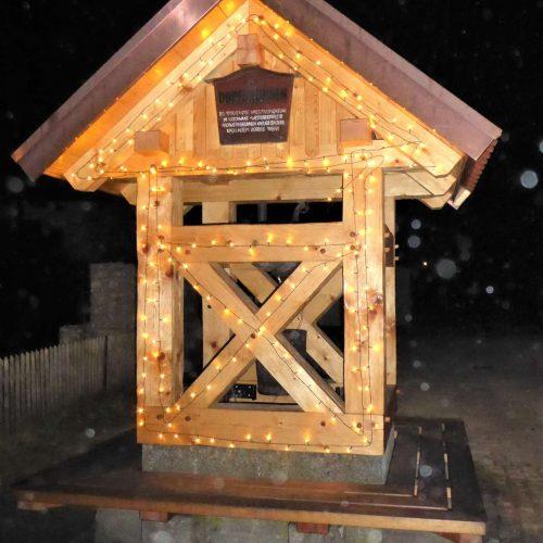 beleuchteter Dorfbrunnen Illschwang 2020